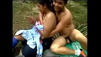 Худая бэйба лили мун разрешает юноше выебать её в попку