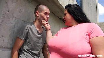 Анальный фистинг с изголодавшейся оторвой и ее ухажером