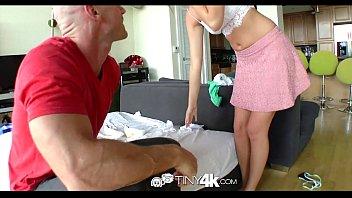 Накрашенная шлюха-блондинка в юбченке чпокается с кобелем на полу