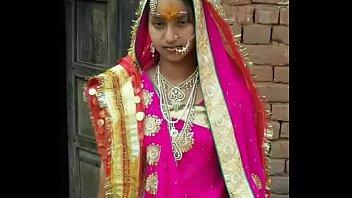 Азиатская шлюха-домохозяйка перед камерой показала розовенькую мокрощелку