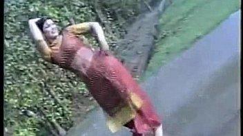 Африканка с высокооплачиваемым телом принимает душ и дрюкается с качком