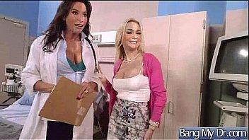Две молодые лесбияночки в спальне вылизывают друг другу киски